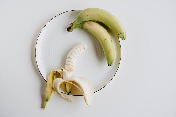 Pisang bisa menjadi salah satu pilihan buah untuk asam lambung naik karena rendah asam.