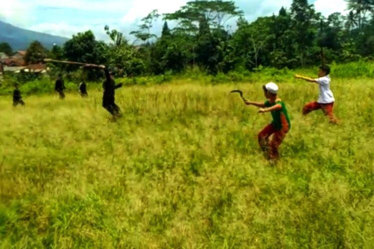 Tawuran antar pelajar SD di wilayah Kecamatan Cicurug, Sukabumi, Jawa Barat yang berlangsumg Jumat (21/2/2020).
