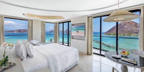 AYANA Komodo Resort merupakan sebuah hotel yang terletak di Pantai Waecicu, Labuan Bajo.