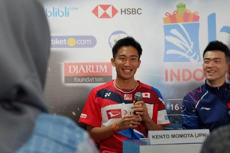 Pebulu tangkis tunggal putra Jepang, Kento Momota.