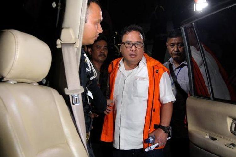 Pengusaha Basuki Hariman ditahan usai diperiksa Komisi Pemberantasan Korupsi (KPK) di gedung KPK, Jakarta, Jumat (27/1/2017). KPK menetapkan empat orang tersangka dalam operasi tangkap tangan yakni hakim Mahkamah Konstitusi Patrialis Akbar, pengusaha swasta yang diduga penyuap Basuki Hariman, dan sekretarisnya NG Fenny serta Kamaludin sebagai perantara terkait dugaan suap uji materi Undang-Undang Nomor 41 Tahun 2014 tentang Peternakan dan Kesehatan Hewan.