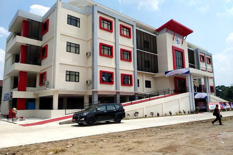 Gedung baru kampus AKN Putra Sang Fajar di Jalan Dr Sutomo, Kota Blitar, Jawa Timur. Wali Kota Blitar Santoso dan Dirjen Pendidikan Vokasi, Kementerian Riset Teknologi dan Pendidikan Tinggi meresmikan gedung baru tersebut, Kamis (18/3/2021).