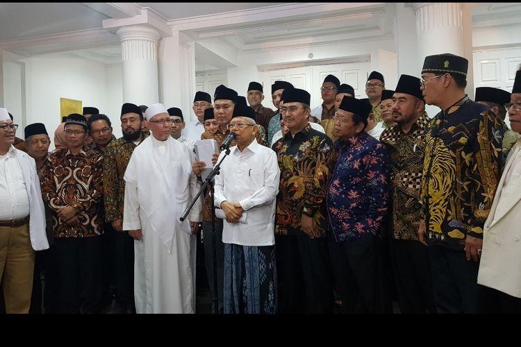 Wakil Presiden Maruf Amin usai bertemu dengan tokoh-tokoh ormas Islam di Rumah Dinas Wakil Presiden, Menteng, Jakarta Pusat, Kamis (27/11/2019) malam.