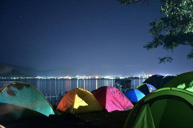 Suasana perkemahan di Pinggir Danau Laut Tawar, Takengon, Aceh Tengah, Kabupaten Aceh Tengah, Aceh.