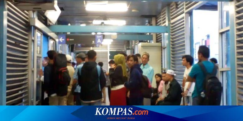 Kisah Pengguna Transjakarta dan MRT Tembus Penumpu
