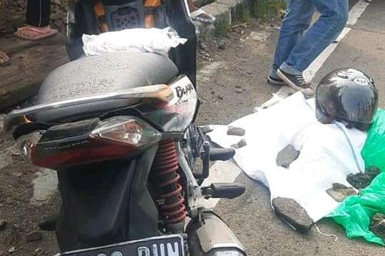Seorang pria bunuh diri dengan menabrakkan diri ke kereta yang sedang melintas di perlintasan rel Mangga Dua di Jalan Gunung Sahari, Pademangan, Jakarta Utara pada Minggu (20/6/2021) sore.