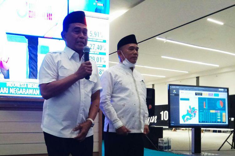 Pasangan calon (paslon) nomor urut 03 dalam Pilkada Tanah Bumbu, Kalimantan Selatan, Zairullah Azhar-Muhammad Rusli memberikan keterangan pers usai diunggulkan dalam hitung cepat oleh lembaga survei Jaringan Suara Indonesia (JSI), Rabu (12/9/2020).