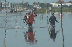 Banjir di Sekitar Kantor Pemkab Ogan Ilir, Tiga Orang Nyaris Terseret Arus