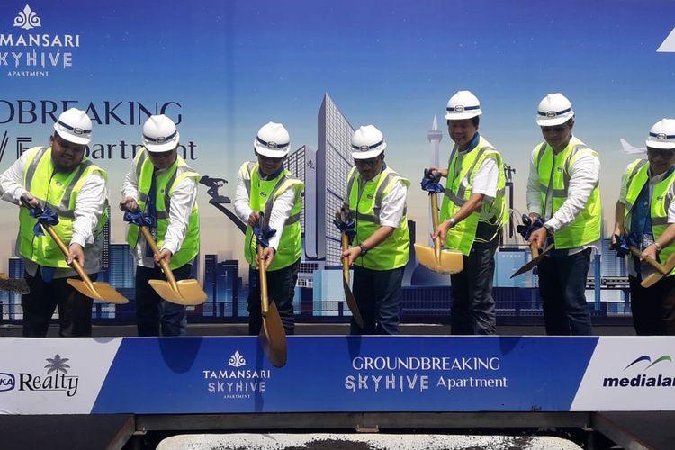 Medialand dan PT Wika Realty Tbk memulai konstruksi apartemen Tamansari Skyhive di Cawang, Jakarta Timur, Sabtu (30/3/2019).