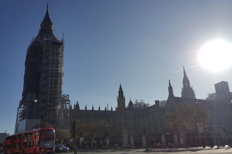 Elizabeth Tower dan Big Ben, ikon ternama di London, sedang menjalani renovasi. Proses renovasi sudah dimulai sejak Agustus 2017 lalu dan dijadwalkan rampung pada tahun 2021.