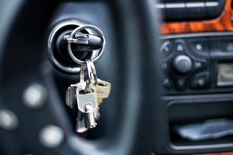 Ilustrasi kunci mobil tertinggal di dalam
