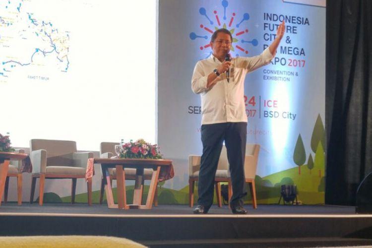 Menteri Komunikasi dan Informatika Rudiantara saat menjadi pembicara Konferensi Indonesia Future City & REI Mega Expo 2017 di Indonesia Convention Exhibition (ICE) BSD City, Tangerang, Banten, Senin (18/9/2017).