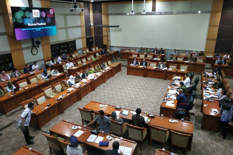 Komisi III DPR menggelar rapat konsultasi bersama Komisi Yudisial (KY) di Kompleks Parlemen, Senayan, Jakarta, Rabu (15/1/2020).