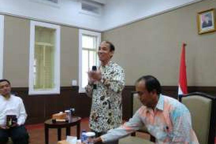 Menteri Energi dan Sumber Daya Mineral (ESDM) Arcandra Tahar saat perbincangan dengan media, di kantornya, Jakarta, Jumat (29/7/2016)