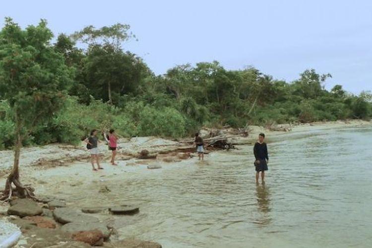 Pantai Batu Pemecahan di ujung barat Pulau Liwungan, Sabtu (15/3/2015).