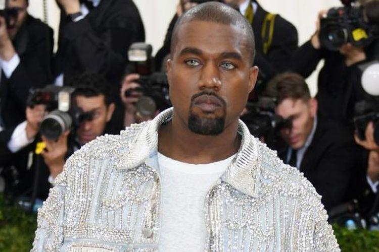 Kanye West menghadiri perhelatan Manus x Machina: Fashion In An Age Of Technology Costume Institute Gala atau yang biasa disebut Met Gala di Metropolitan Museum of Art, New York, Senin (2/5/2016).