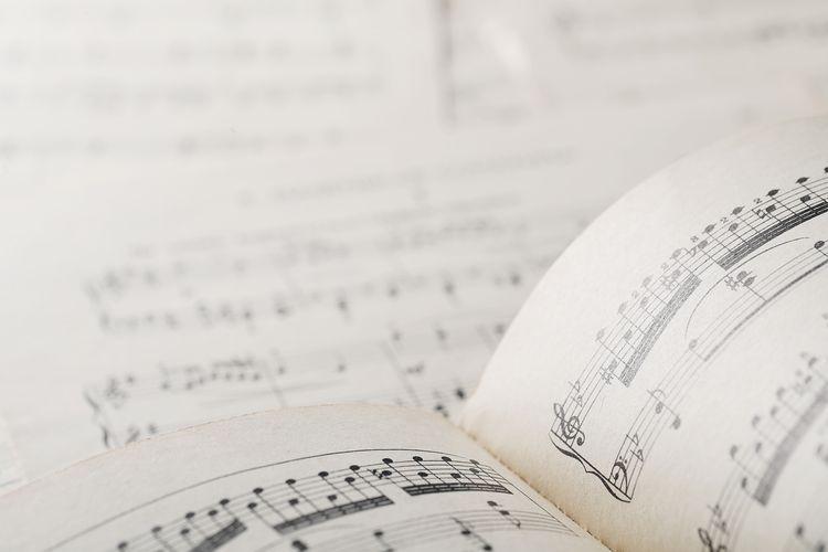 Ilustrasi pengertian akor musik