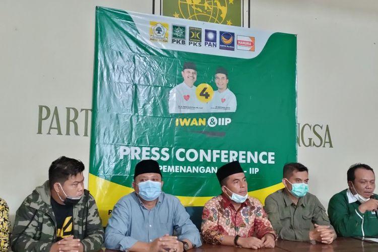 Tim pemenangan Pasangan Calon Iwan Saputra-Iip Miftahul Paos, menggelar konferensi Pers terkait hasil real qount KPU yang berbeda dengan hasil quic count lembaga survei, Kamis (10/12/2020).