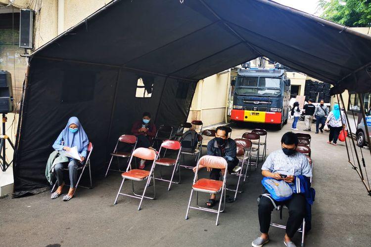 Pemohon SKCK di Polres Jakarta Barat, pada Rabu (4/11/2020).