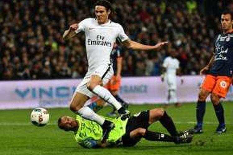 Striker Paris Saint-Germain, Edinson Cavani, tampil dalam partai Ligue 1 melawan Montpellier, di Stadion La Mosson, Sabtu (3/12/2016).