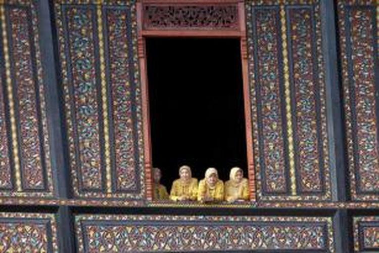 Istano Basa Pagaruyung, Nagari Pagaruyung, Kabupaten Tanah Datar, Sumatera Barat, Selasa (4/6/2013). Rumah tradisional bergaya khas Minangkabau ini digunakan sebagai tempat jamuan makan saat pelaksanaan Tour de Singkarak 2013.