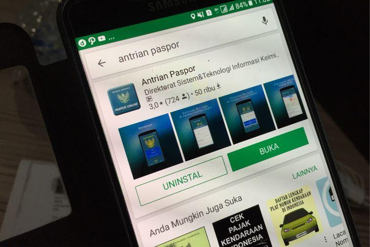 Tampak aplikasi Antrian Paspor di Google PlayStore bagi pengguna Android yang memungkinkan pemohon paspor mendaftar permohonan paspor secara online. Sistem baru ini meminimalisir antrean pemohon paspor yang biasanya menumpuk di kantor-kantor Imigrasi.