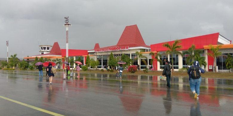 Bandara Tambolaka di Kabupaten Sumba Barat Daya, Nusa Tenggara Timur.
