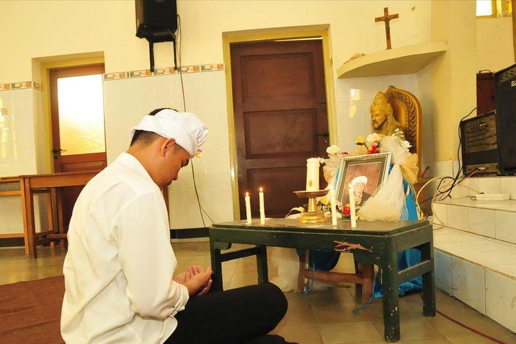 Doa bersama untuk almarhum KH. Maimun Zubair, dilaksanakan kelompok lintas iman di Gereja Santo Yosef Kota Mojokerto, Rabu (7/8/2019). Sebelumnya, kegiatan serupa juga digelar di Gereja ini pada Selasa (6/8/2019) malam.