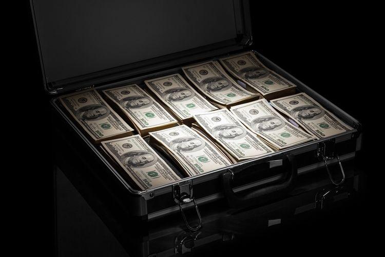 Ilustrasi koper penuh berisi uang.