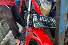 Sopir Mengantuk, Mobil Pick Up Tabrak Motor hingga Masuk ke Selokan