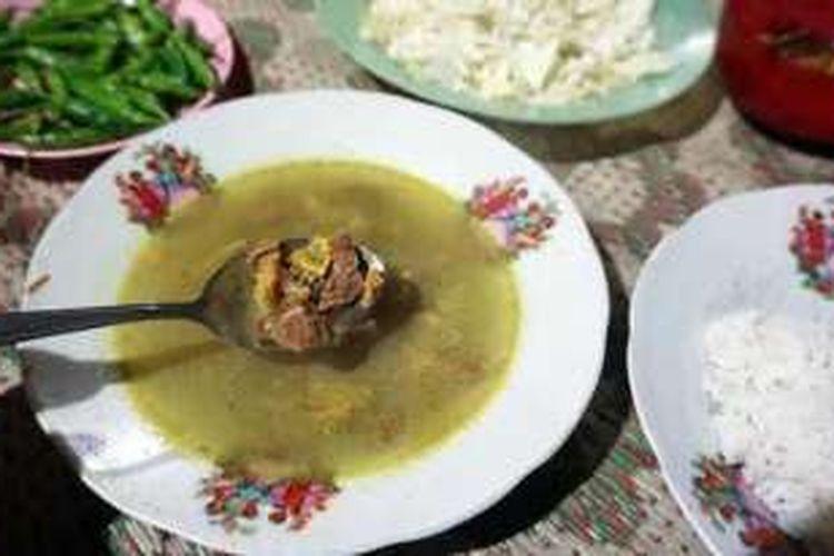 Dari beberapa tempat makan murah meriah yang ada, Gulai Sapi Tugu Pak Samin adalah salah satu yang wajib anda kunjungi.