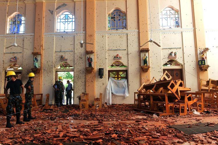 Beginilah kondisi bagian dalam gereja St Sebastian di Negombo, Sri Lanka usai diguncang bom bunuh diri pada Minggu (21/4/2019).