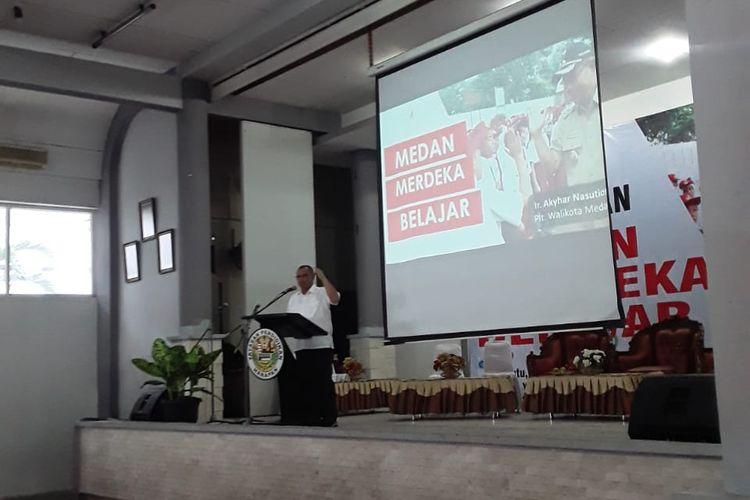 Plt. Walikota Medan, Akhyar Nasution meluncurkan website medanmerdekabelajar.com sebagai respon terhadap kebijakan Mendikbud Nadiem (28/12/2019).