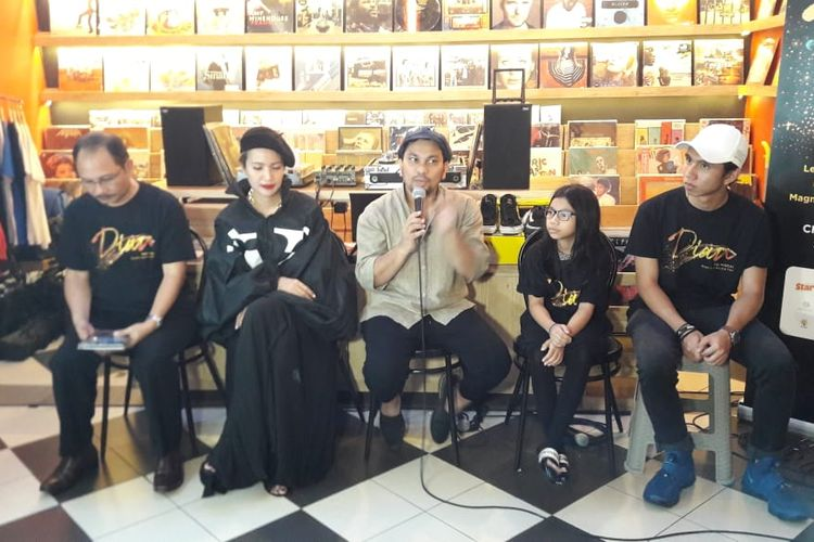 Tim produksi Dian, the Musical Road to a Musical Film