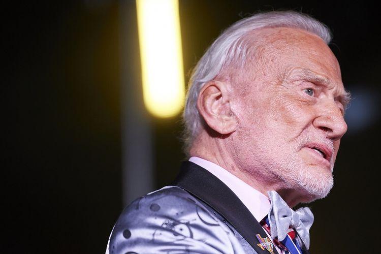 Edwin Buzz Eugene Aldrin saat menghadiri EarthxGlobal Gala pada 20 April 2018 di Dallas, Texas.