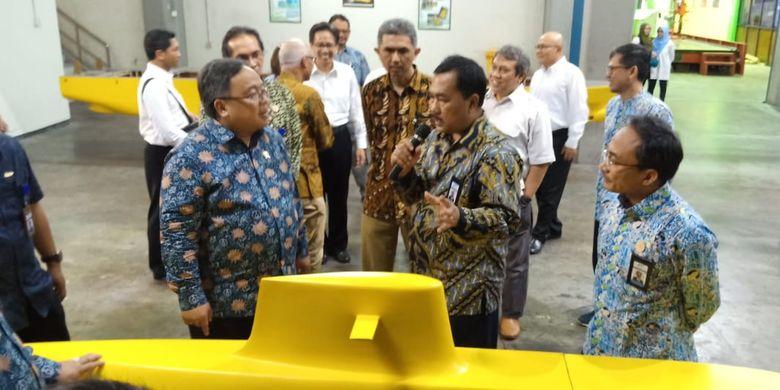 Menristek saat menyambangi fasilitas uji Balai Teknologi Hidrodinamika BPPT yang melaksanakan pelayanan jasa pengujian bidang hidrodinamika untuk kapal dan bangunan apung di Surabaya (10/11/2019).