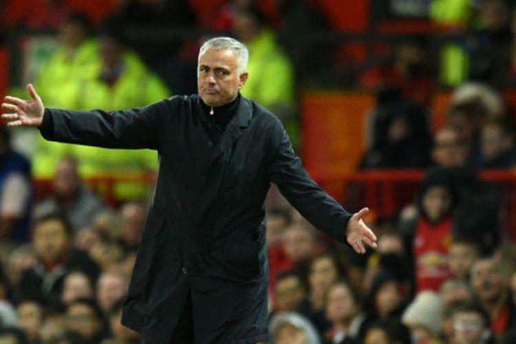 Ekspresi pelatih Manchester United, Jose Mourinho, saat melawan Newcastle United dalam laga Liga Inggris 2018-2019 di Stadion Old Trafford, Manchester, Inggris, pada Sabtu (6/10/2018).