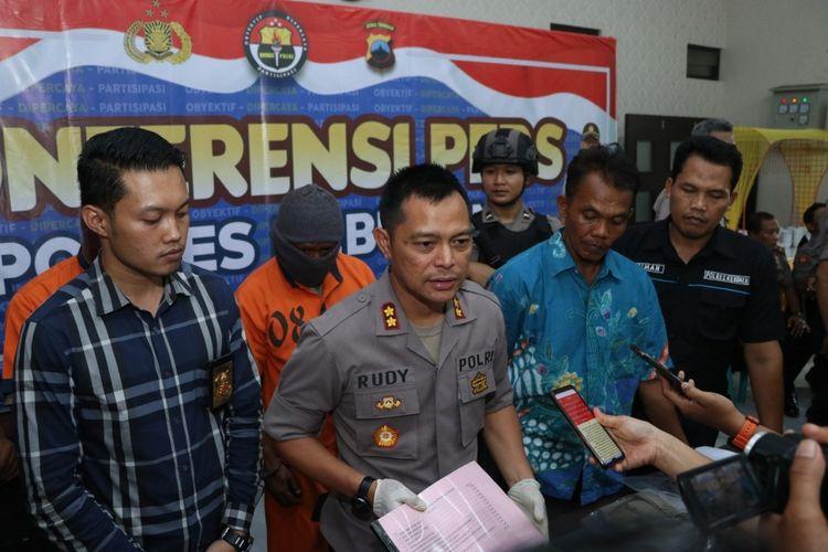 Ungkap kasus penipuan dengan modua penerimaan CPNS di Mapolres Kebumen, Jawa Tengah, Jumat (14/2/2020).