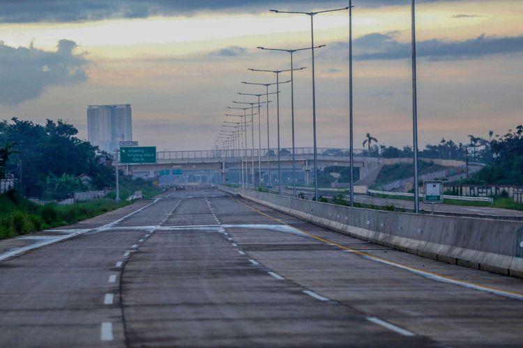 Bentuk fisik tol Cinere - Cengkareng atau Tol Jakarta Outer Ring Road II (JORR II) sesi ruas Serpong - Kunciran di Pondok Aren, Tangerang Selatan, Banten, Senin (11/02/2019). Tol yang rencananya akan mulai beroperasi pada pertengahan tahun 2019 ini diharapkan mampu memecah kemacetan yang kerap terjadi di ruas tol JORR 1 dan tol dalam kota.
