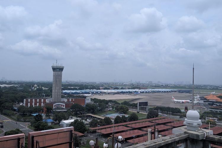 Suasana Bandara Soekarno-Hatta dari Gedung 600 Kantor Pusat Angkasa Pura II, Rabu (11/3/2020)