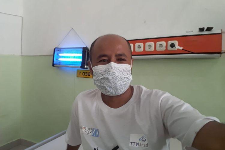 Junus Imanuel Hauteas (36) sedang berada di ruangan isolasi Rumah Sakit Umum Daerah Umbu Rara Meha Waingapu, Kabupaten Sumba Timur, Nusa Tenggara Timur (NTT).