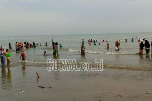 Tradisi Kupatan di Tuban, Ratusan Orang Mandi Bersama di Laut untuk Tolak Bala