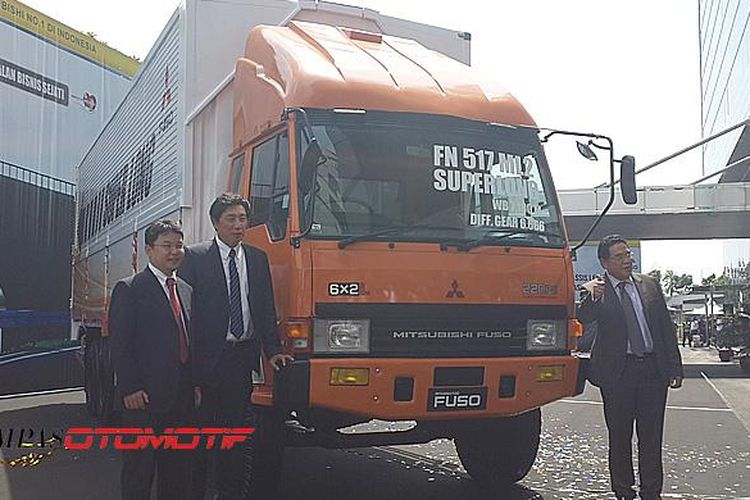 Peluncuran truk Fuso dengan jarak sumbu roda yang lebih panjang