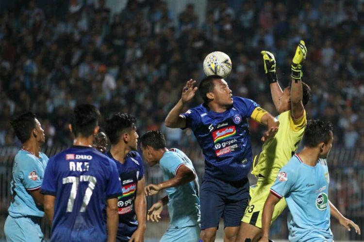 Pertandingan Liga 1 antara Persela Lamongan vs Arema FC digelar di Stadion Surajaya, Lamongan, Jumat (20/9/2019).