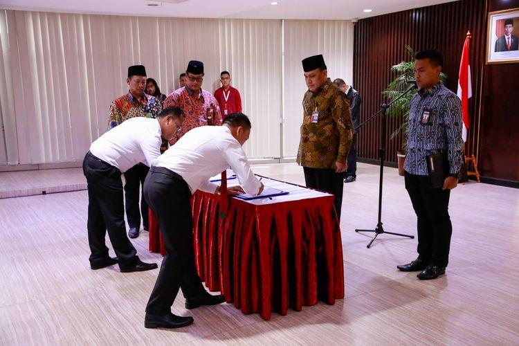 Ketua KPK Firli Bahuri melantik enam orang jaksa baru yang ditugaskan di KPK, Selasa (10/3/2020).