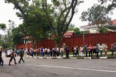 Meski TPS Belum Buka, WNI di Singapura Sudah Ramai Antre Mencoblos