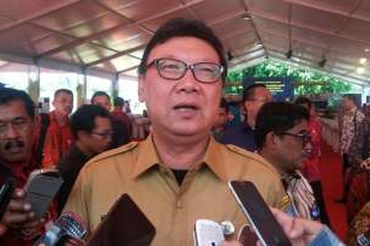 Menteri Dalam Negeri Tjahjo Kumolo persilahkan jika ada calon yang memilih maju lewat jalur independen.