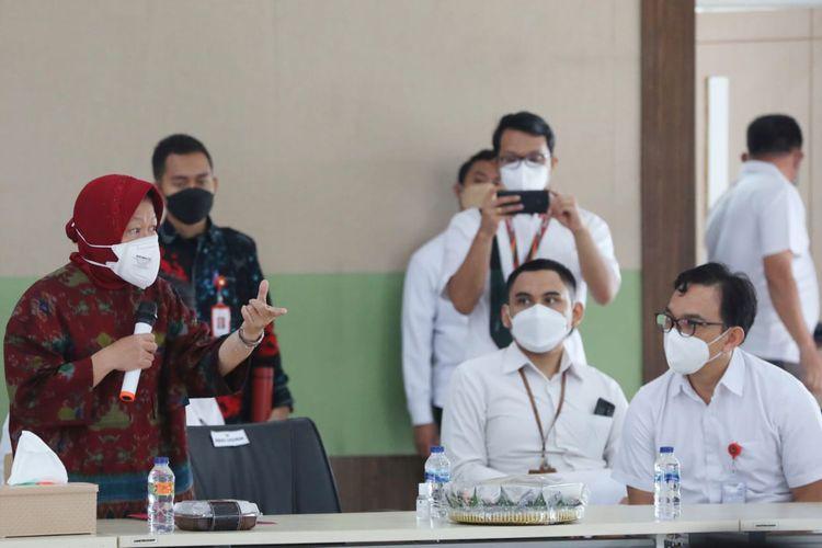 Menteri Sosial Tri Rismaharini saat  memimpin pemadanan data di Balai Besar Pendidikan dan Pelatihan Kesejahteraan Sosial (BBPPKS) di Banjarmasin, Rabu (15/9/2021).