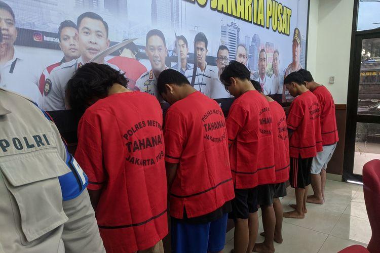 Konferensi pers oleh Kapolres Metro Jakarta Pusat Kombes Heru Novianto pada Selasa (12/2/2020) terkait anggota geng motor yang menewaskan seorang pedagang pecel lele di Rawa Sari.