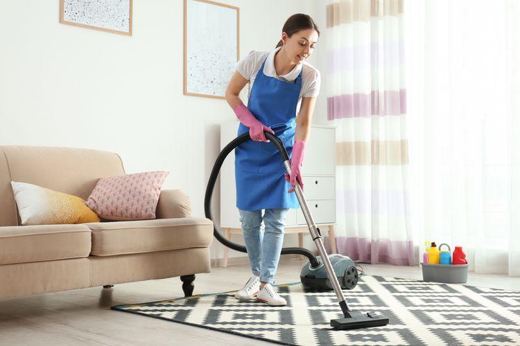 Ilustrasi membersihkan karpet.